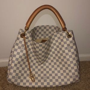 Louis Vuitton Artsy MM shoulder bag